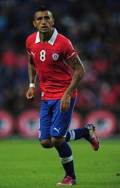 Arturo Vidal es un famoso jugador  de futbol para chile. Juega por Juventus fútbol club en Italia. Él se ser chile's principal jugador en el copa del mundo.