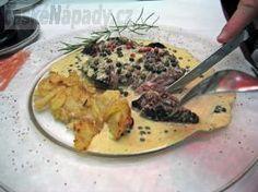 Pepřová omáčka - recepty Peppercorn Sauce, Gravy, Risotto, Steak, Food And Drink, Soup, Yummy Food, Chicken, Baking