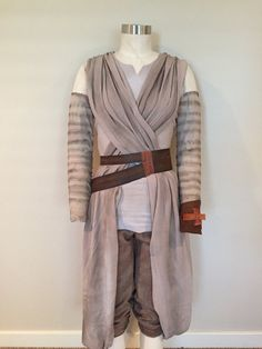BELT: Hand made leather belt inspired by Rey from Star Wars The Force Awakens. Each belt is custom measured and cut to your provided measurements. The smooth and high quality leather is first dyed (inside and outside), edges are given a leather edge coat, then the belts are given a slightly weathered appearance and antique look through leather gel and my own handiwork. Metal hardware is then hand sewn and waxed cording is added. Please provide a measurement in inches taken around the…