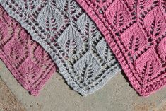 Lovely free pattern for a gorgeous shawl. Knitting Stitches, Free Knitting, Knitted Shawls, Bandana, Ravelry, Free Pattern, Knit Crochet, Crochet Patterns, Elsa