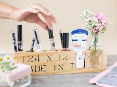 DIY-Anleitung: Kosmetikständer aus Holz selber bauen via DaWanda.com