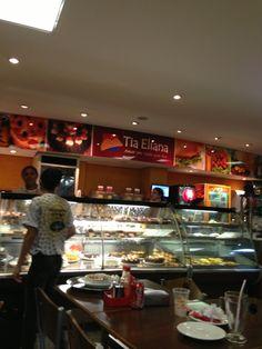 O único local aberto a semana do ano novo... Almoçamos, jantamos e comemos muito lá !!!  Fora Lanchonete Tia Eliana em Itabira, MG