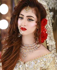 Makeup Artist in Delhi: Top 20 Trendy Indian Bridal Makeup Images Pakistani Bridal Hairstyles, Pakistani Bridal Makeup, Indian Wedding Makeup, Pakistani Bridal Dresses, Wedding Hairstyles, Indian Makeup, Arabic Makeup, Mehndi Hairstyles, Shadi Dresses