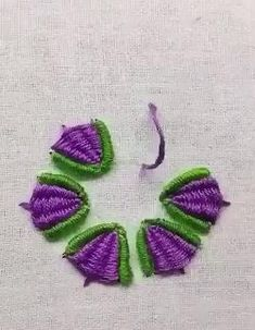 hand embroidery stitches tutorial step by step Hand Embroidery Videos, Embroidery Stitches Tutorial, Embroidery Flowers Pattern, Learn Embroidery, Silk Ribbon Embroidery, Hand Embroidery Designs, Crewel Embroidery, Cross Stitch Embroidery, Embroidery Kits