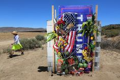 The structure, in the California desert, stands 20 yards from the actual United States-Mexico border. Ny Times, Good Times, Donald Trump, Trump Wall, Protest Art, Trump Is My President, Art Articles, Art Fair, New Art