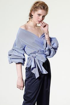 If you are look for cool cheap clothes online, look no further than Storets.