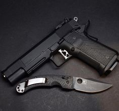 r2ba:  From @cleangun ・・・ A badass @danwessonfirearms 10mm Elite Titan alongside a limited edition @benchmadeknifecompany mini onslaught.  #1911porn #gunporn #knifeporn #danwesson #benchmade #sickguns #gunsdaily #weaponsdaily #dailybadass #pew #15rdsof10mm #gundose #gunsdaily #badass #pewpew #gun #guns