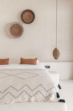 Boho Bedroom Decor, One Bedroom, Bedroom Ideas, Bedroom Lighting, Boho Decor, Interior Design Website, Interior Design Inspiration, Bedroom Inspiration, Bedside Pendant Lights