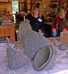 The Advancerd Tufa studio provides the opportunity for you to make exactly what you want. All three of these pros came with an idea in mi. Cement Art, Cement Planters, Concrete Cement, Concrete Crafts, Concrete Projects, Concrete Garden, Concrete Design, Diy Planters, Outdoor Projects