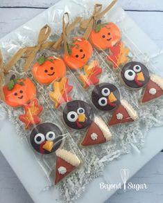 thanksgiving cookie ideas Pumpkin Sugar Cookies, Turkey Cookies, Fall Cookies, Mini Cookies, Iced Cookies, Holiday Cookies, Halloween Cookies Decorated, Halloween Sugar Cookies, Thanksgiving Cookies