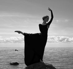 """1,225 Me gusta, 45 comentarios - Dancer (@sofia__voronova) en Instagram: """"мягкий голос заветной мечты заполняет сосуды нашей души Ph: @anastasialivun"""""""