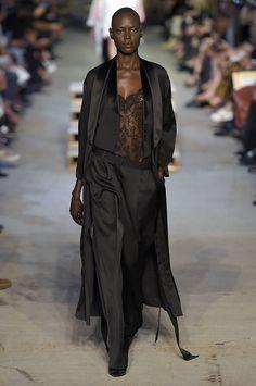 Teve quem chiou quando a data do superdesfile da Givenchy de primavera-verão 2016 na Semana de Moda de NY foi anunciada: o fatídico 11/09. Como é que Riccardo Tisci ia tomar a cidade nesse dia com a frugalidade da moda