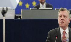 العاهل الأردني يدعو الدول العربية لتكثيف جهودها لمواجهة التحديات المتزايدة: سلّم العاهل الأردن عبد الله الثاني، رئاسة القمة العربية في…