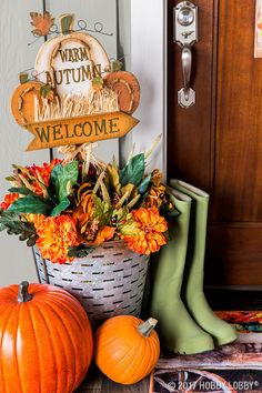 This fall, perk up your porch with outdoor pumpkin decor!