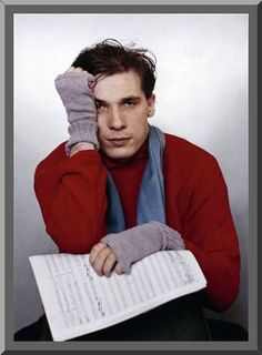 Glenn Gould. Pianist,genius,all around eccentric. BE STILL MY BEATING HEART