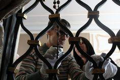 Haptickou prohlídku arcibiskupského paláce si vyzkoušela první skupina nevidomých