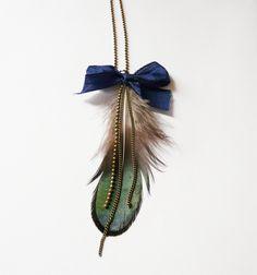 http://www.alittlemarket.com/collier/sautoir_plume_de_paon_et_chaines-2068758.html