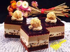 Dla amatorów delikatnych kawowych i czekoladowych smaków :) biszkopt: 3 jaja 2 kopiaste łyżki mąki pszennej tortowej 1 ł...