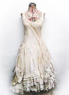 a custom wedding gown for Kassidy.. more photos here: http://gibbousfashions.com/news.php/?p=1812#comments