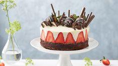 Čokoládová torta s tvarohovým krémom a jahodami