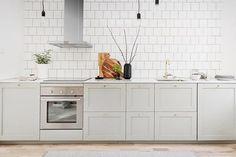 Bloggen är uppdaterad med hemnet-godis  34kvadrat.se (länk i profilen) #hemnet #hemnetinspiration #bromma #kök #kitchen #homestyling #mäklare #fastighetsmäklare #köksrenovering Förmedlas via @notarsverige