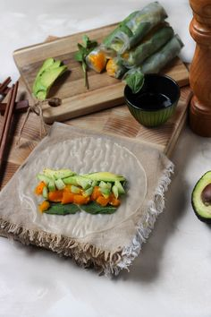 Summer Rolls, Spring Rolls, Blue Cups, Vegan Kitchen, Diy Food, Healthy Cooking, Healthy Food, Bento, Entrees