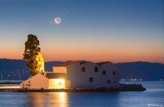 Moon meets Aldebaran above the monastery of Vlacherna, Corfu - Moon meets… The Half Sisters, The Pleiades, Light Year, Corfu, Greece, Meet, Mansions, House Styles, Building