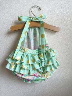 ★·.·´¯`·.·★ Mint Water Bouquet Ruffled Baby Girl Romper ★·.·´¯`·.·★ The romper is halter style, with extra long straps to make a fancy bow at the back of the neck. The legs and back all have elastic for a snug fit. Three extra gathered ruffles across the bum adds an extra bit of