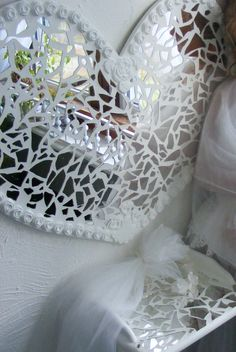 Scherer Beautiful Living: Tutorial on How to Make Mosaic Heart Mirror Ornaments Mirror Mosaic, Mosaic Diy, Mosaic Crafts, Mosaic Projects, Mirror Art, Mosaic Glass, Mosaic Tiles, Glass Art, Stained Glass