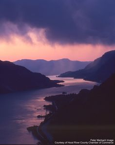The beautiful Columbia River Gorge near Hood River, Oregon. (photo by Peter Marbach, all rights reserved.)