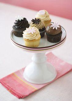 Pretty Cupcakes & Mini Cupcakes