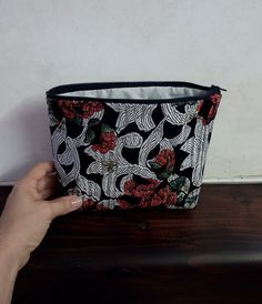 Make up storage red roses white curls zip by FlaviacAccessories