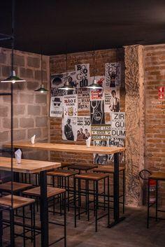 Image 16 of 19 from gallery of Jolly Gastro Lab Bar / Laje 54 Arquitetura. Photograph by Levi Mori Small Restaurant Design, Restaurant Interior Design, Pub Design, Coffee Shop Design, Bar Interior, Cafetaria Vintage, Clothing Store Interior, Retail Store Design, Pizza Restaurant
