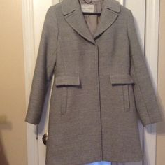 ✨PERFECT FOR WINTER✨ Gently worn!!! Beautiful color!! Looks great on anyone. True to size. 50%Wool 45%Acrylic 5%Nylon. Make me an offer!!SMOKE FREE HOME!!!     ✨BUNDLE & SAVE 15% DISCOUNT ON 2 ITEMS OR MORE ✨.                       NO TRADES Banana Republic Jackets & Coats