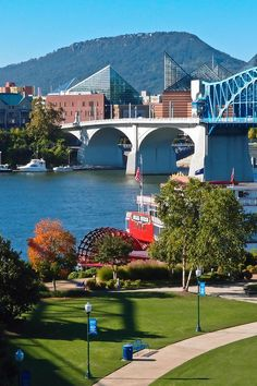 Chattanooga, Looking from Coolidge Park across river at Market St. Bridge to the aquarium and Lookout Mt. in bckground