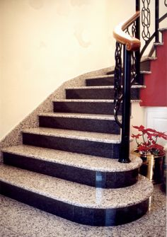 #Granit #Treppen lassen sich auch gut mit anderen Natursteinen und Baustoffen kombinieren. Wir bieten die beste Service.   http://www.granit-deutschland.net/granit-treppen