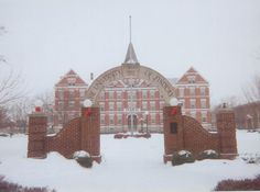 Findlay, OH : The University of Findlay's Old Main building in winter