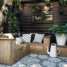 garden seating gezellig buiten in de t - gardencare Outdoor Rooms, Outdoor Sofa, Outdoor Living, Outdoor Decor, Outdoor Cushions, Garden Furniture, Outdoor Furniture Sets, L Shaped Bench, Garden Seating