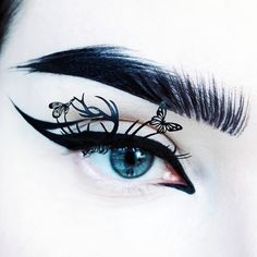 "5,675 Likes, 34 Comments - IDA EKMAN (@ida_elina) on Instagram: ""@suvabeauty Dark Humor & @limecrimemakeup Red Velvet + Teacup 💙 #limecrime #eyeart #suvabeauty"""