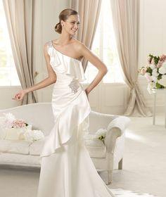 Pronovias presents the Datsun wedding dress. Fashion 2013.   Pronovias. This is IT!