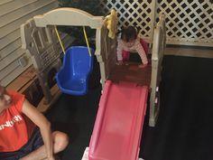 외할머니 덕분에 patio 의 변신. 스크린이 있었음 여름에도 모기 걱정 안하고 놀 수 있었을텐데..하는 아쉬움이 크다. 모기 걱정 덜한 지금, 즐겨보려무나^^