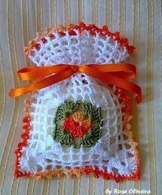 This Pin was discovered by Emi Crochet Sachet, Crochet Gifts, Crochet Motif, Crochet Doilies, Crochet Flowers, Knit Crochet, Crochet Patterns, Thread Crochet, Crochet Stitches