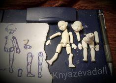 Урааа!Первая отливка двух малявочек прошла нормально. После высыхания флюмо даст усадку и они ростом будут 9-9,5 см.  Даже не представляю пока как буду собирать на резинку )))) #Князева_Елена  #процессы  #флюмо  #flumo  #process  #minidoll  #knyazevadoll