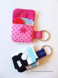 --- Mit Nähanleitung --- Schlüsselanhänger mit kleinem Fach für einen Einkaufschip oder eine Notreserve an Geld.