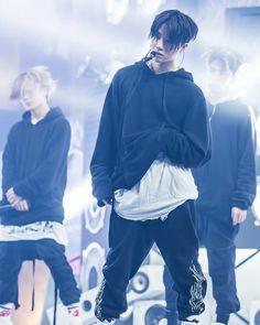 Kim Jinhwan: He looks really comfy