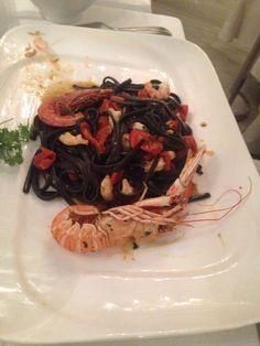 #pesce #cibo #food  #cucinamediterranea #spaghettialnerodiseppia #gamberoni