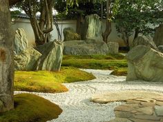 Sep 2016 - The various places we have visited have made me think about scale in the garden and landscape design. Shigamori's residence, for example, uses scale in a verybold way. It is a small space a… Modern Landscape Design, Modern Landscaping, Garden Landscape Design, Landscape Architecture, Garden Landscaping, Hydrangea Landscaping, Privacy Landscaping, Contemporary Landscape, Japanese Rock Garden