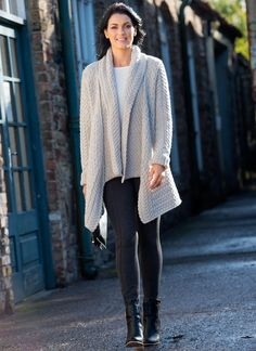 This exquisite Glenross wool cardigan features a stylish, longline waterfall detail for an elegant and sophisticated look. We love the elongated luxury of this cardigan.