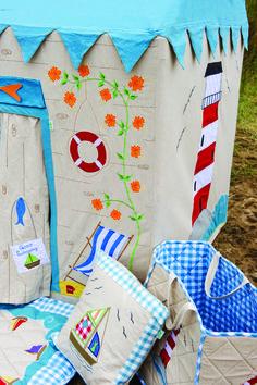 Fancy Boat House Strandhaus Spielteppich von Wingreen Petit Pont Skandinavische M bel u Wohnaccessoires online