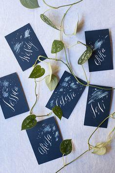 星が広がる夜空のよう☆ <ネイビー・おしゃれな結婚式エスコートカード・席札まとめ一覧>